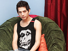 Eighteen year old Giovanni Lovell is a Spanish import gay arab twinks at Boy Crush!