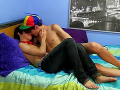Slender twink pics and free emo twink porn with sugar daddy at Boy Crush!
