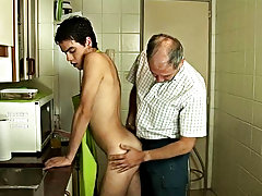 Check b determine out this slim sexy plaything wear nothing but an overall getting busy in the cookhouse extreme hardcore gay porn