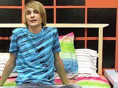 This hung east coast chap gives Boycrush a great starting interview  gay twinks at Boy Crush!