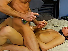 Video gallery of gay boys fucking and hypnotized guy video fetish at Bang Me Sugar Daddy
