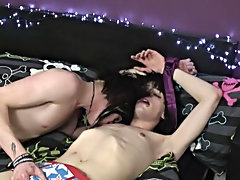 They finish up with two epic cumshots, and Zaccary even gives Kayden a facial free naked vrey young boys at Homo EMO!