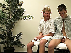 Doctors offices always make them commiserate with uncomfortable, but these two studs be sure well-grounded how to pass the occasion amature gay twinks