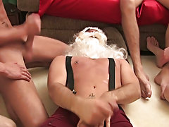 With all that white snow Santa can't help it and he soon blasted out-dated his own Christmas wishes gay group sex xxx at Broke College Boys!
